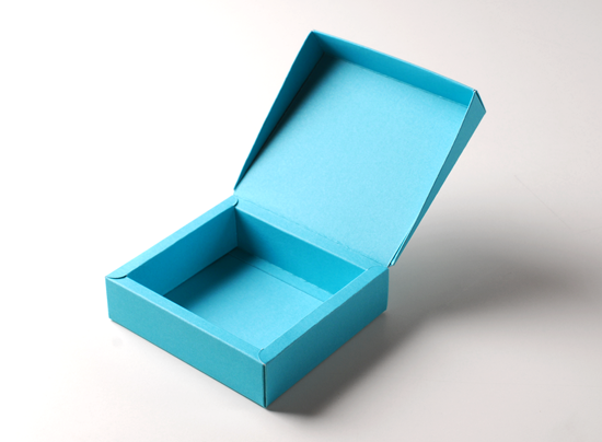 Flanged gift box with lid